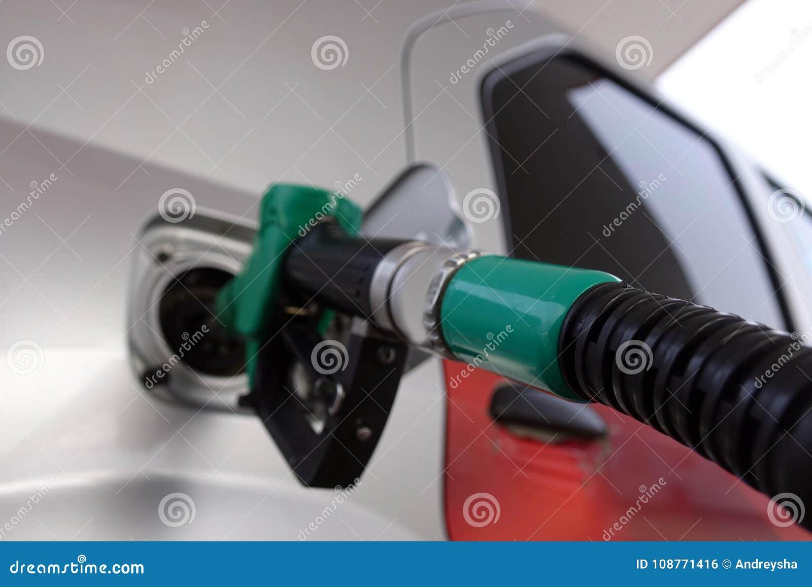 Om de auto met brandstof te vullen