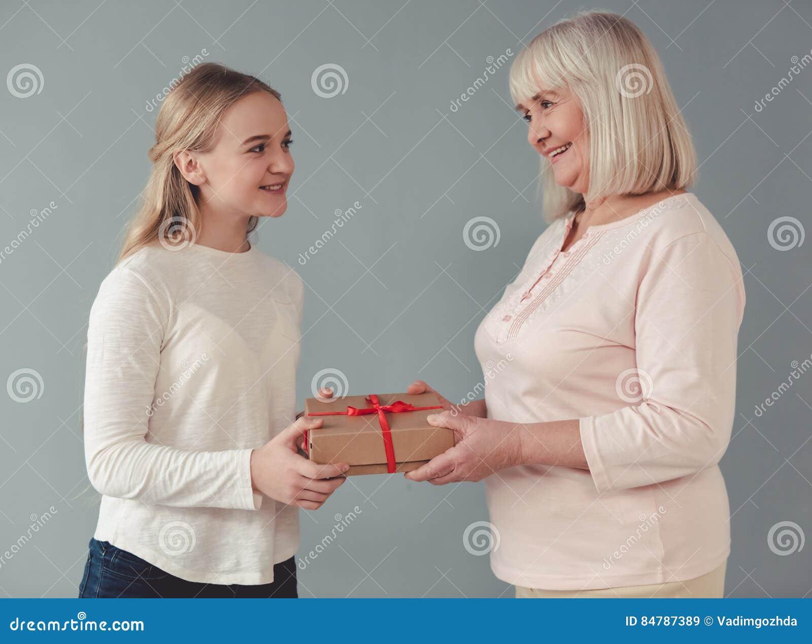Suche nach Tag: oma und enkelin