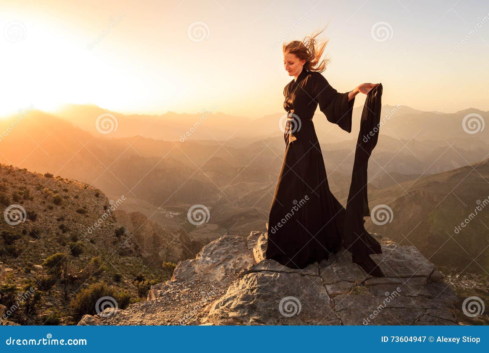 Omansk kvinna i bergen
