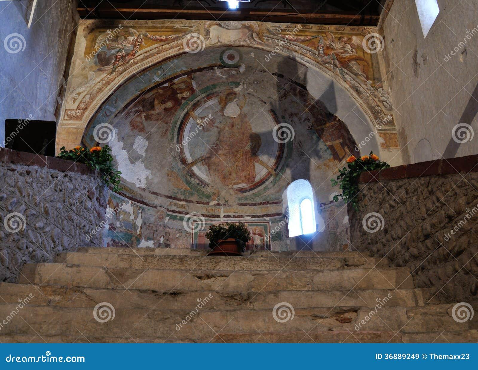 Download Ombra Trasversale Dentro La Chiesa Romanica Italiana Immagine Stock - Immagine di italia, archaic: 36889249