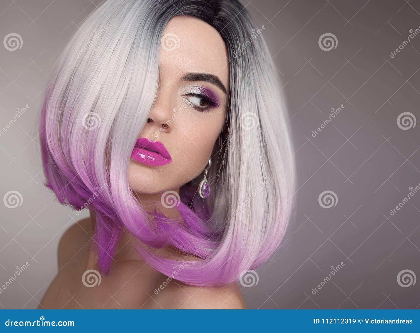 Ombre突然移动白肤金发的短的发型 紫色构成 美丽的头发