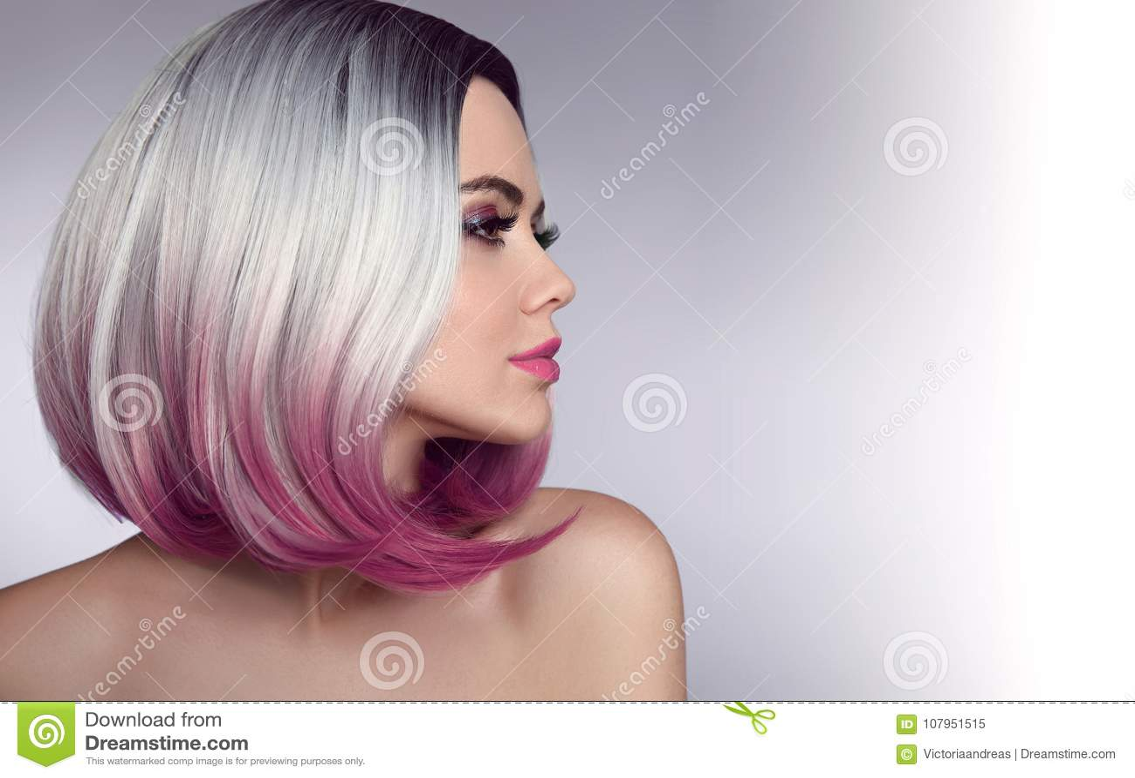 Ombre guppar den korta frisyren Härlig kvinna för hårfärgläggning moderiktigt
