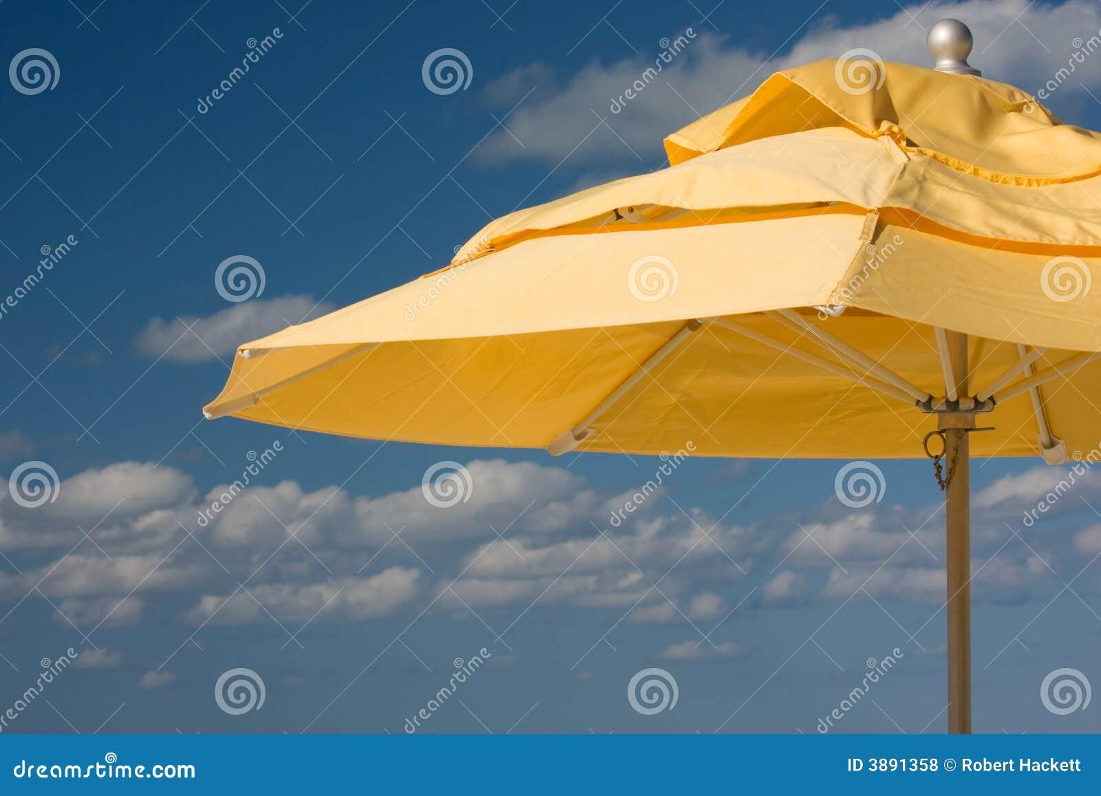 Ombrello di spiaggia giallo