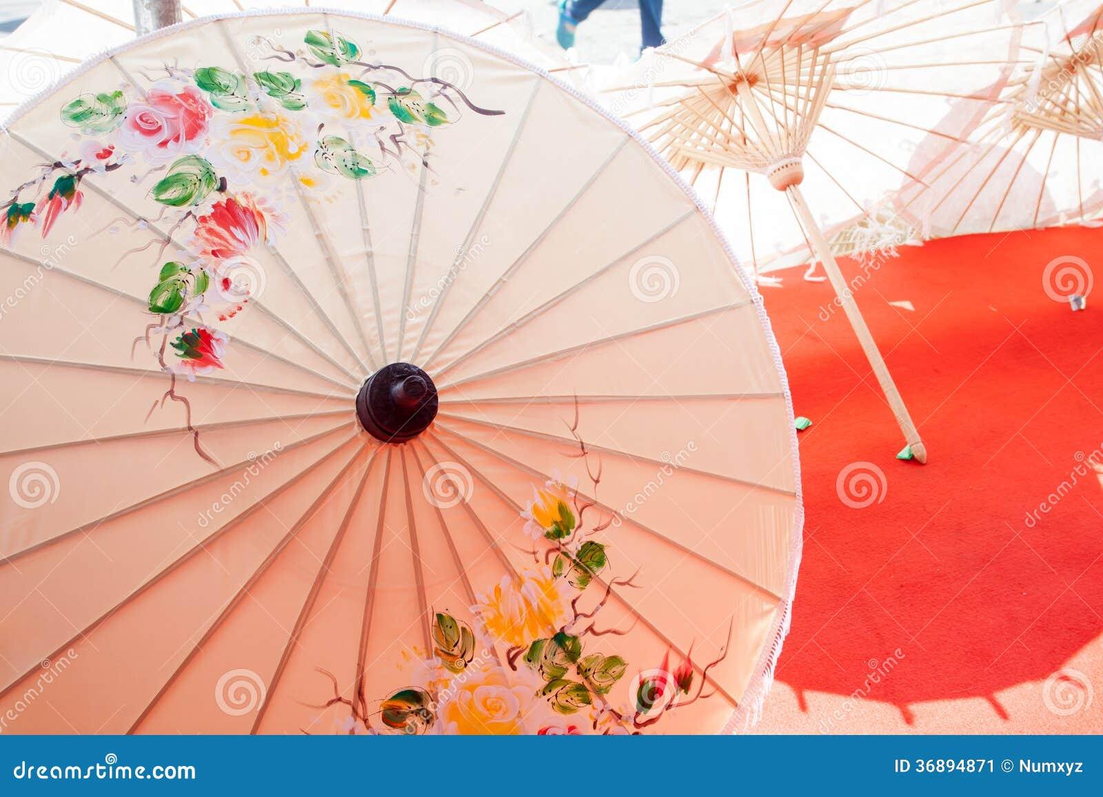 Download Ombrello Fatto Di Carta/di Tessuto. Arti Immagine Stock - Immagine di concettuale, artista: 36894871