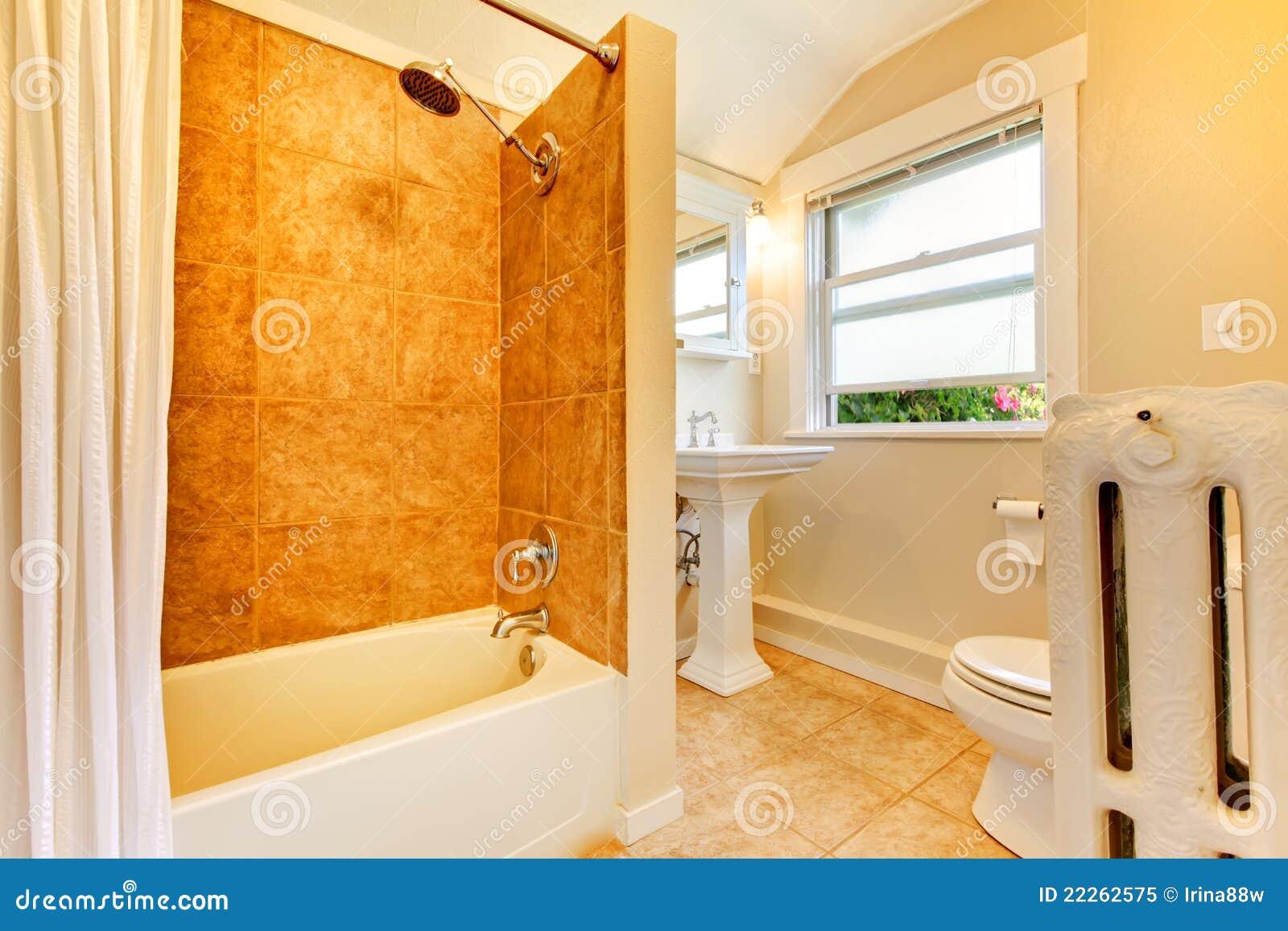 Guld badrum foton – 467 guld badrum bilder, fotografi & bilder ...
