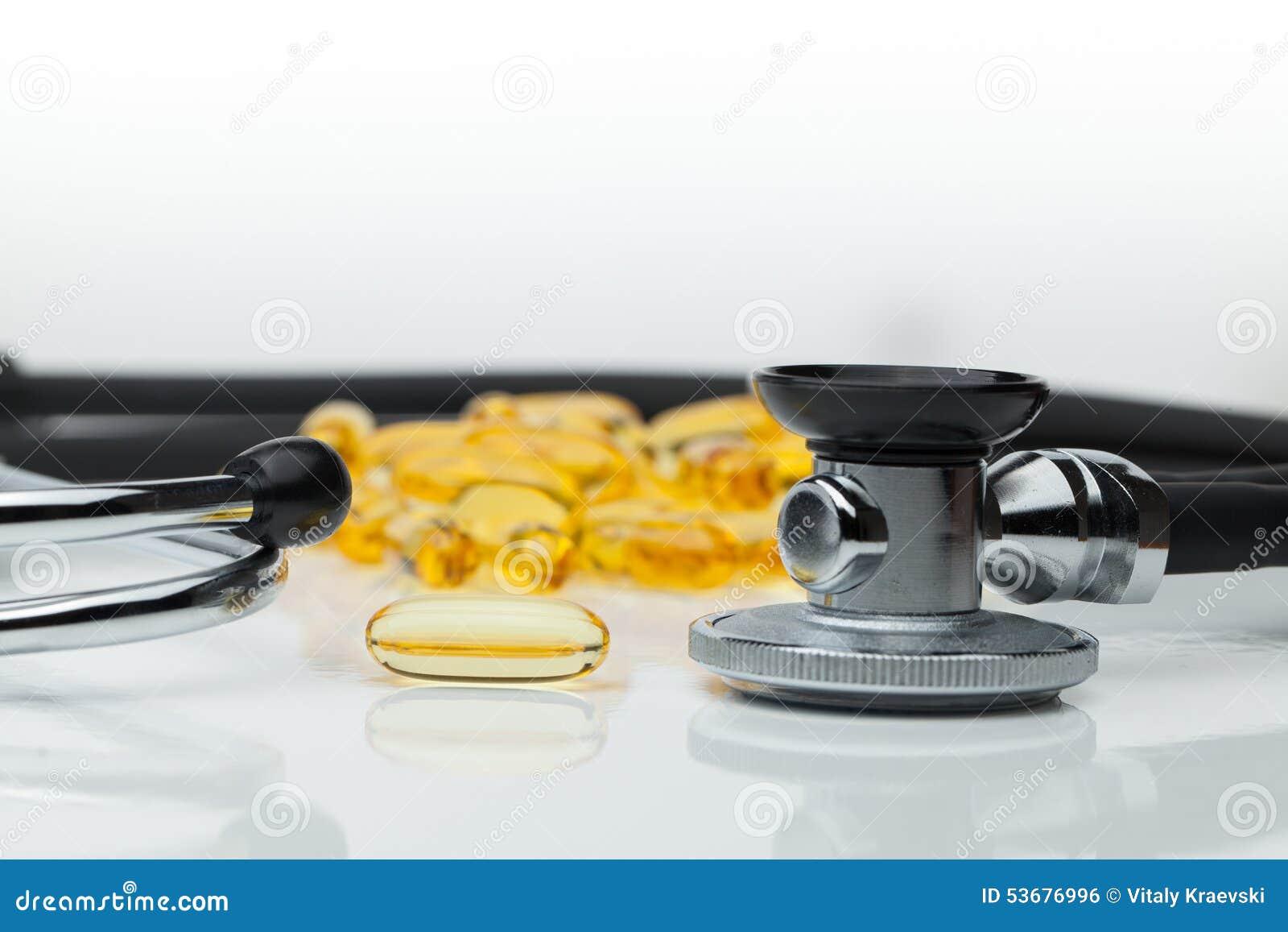 Omega 3 capsules avec le stéthoscope