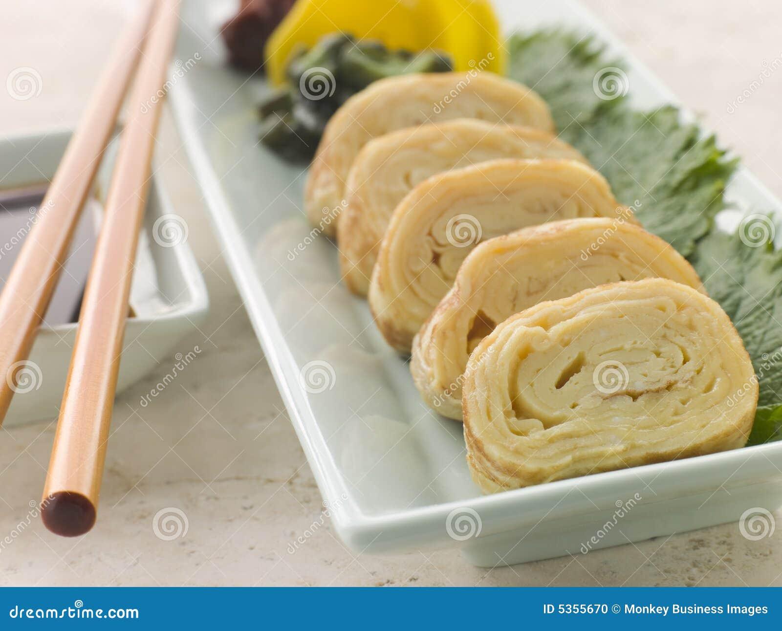 Omelette roulée de Dashi avec le soja mariné de légumes