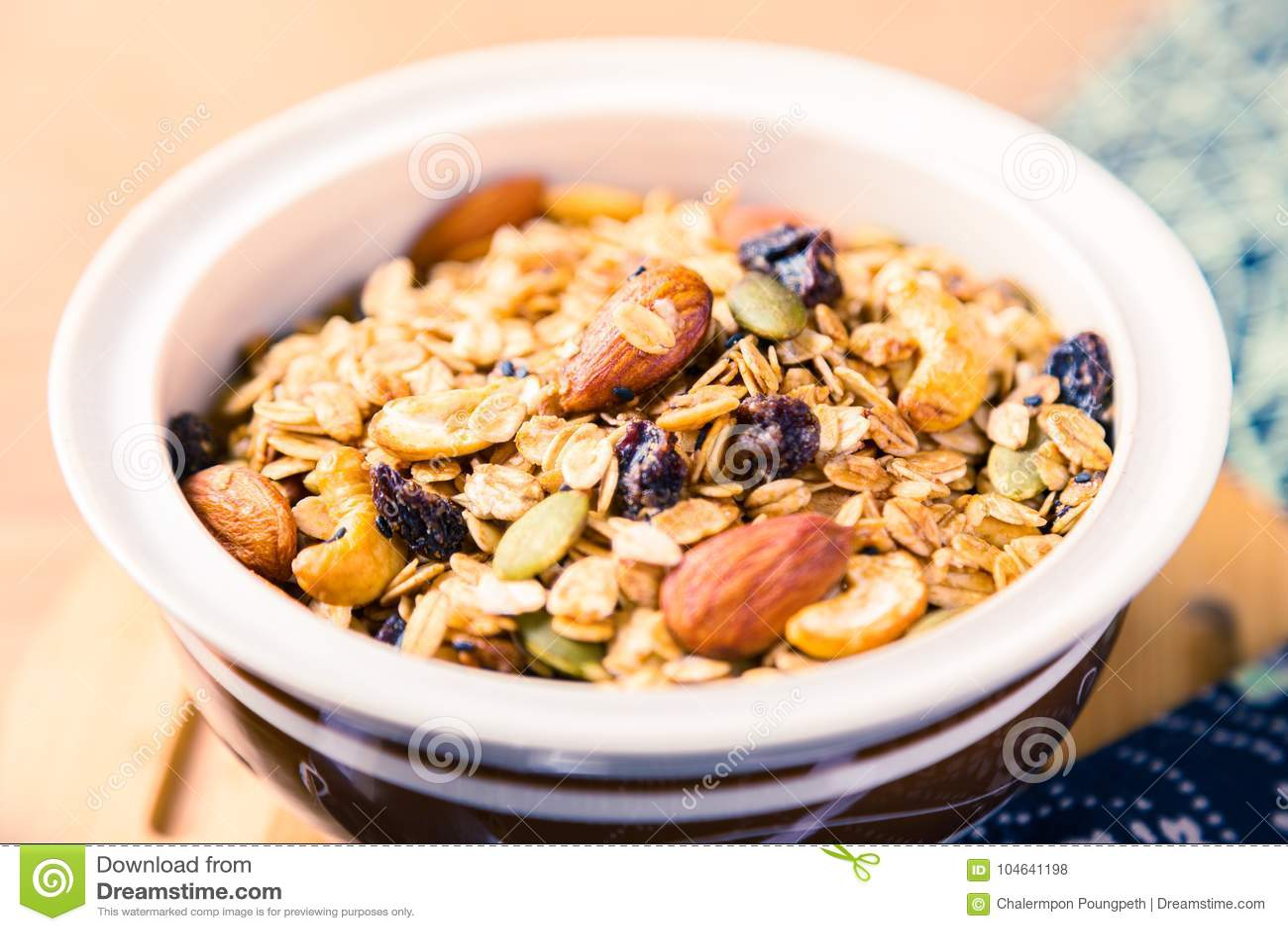 Download Omhoog Gesloten Van Multi-korrelgraangewas Met Droge Vruchten En Noten In Stock Foto - Afbeelding bestaande uit achtergrond, maaltijd: 104641198