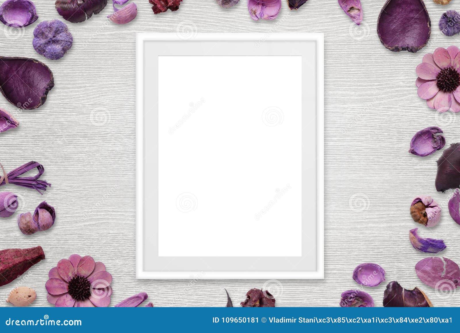 Omlijsting met geïsoleerde witte ruimte voor beeld of tekst