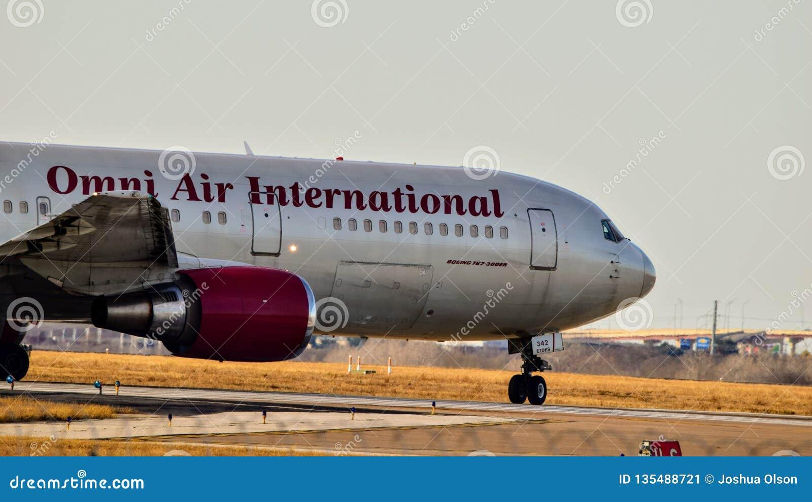 Omni Air International Boeing 767 przygotowywa dla start