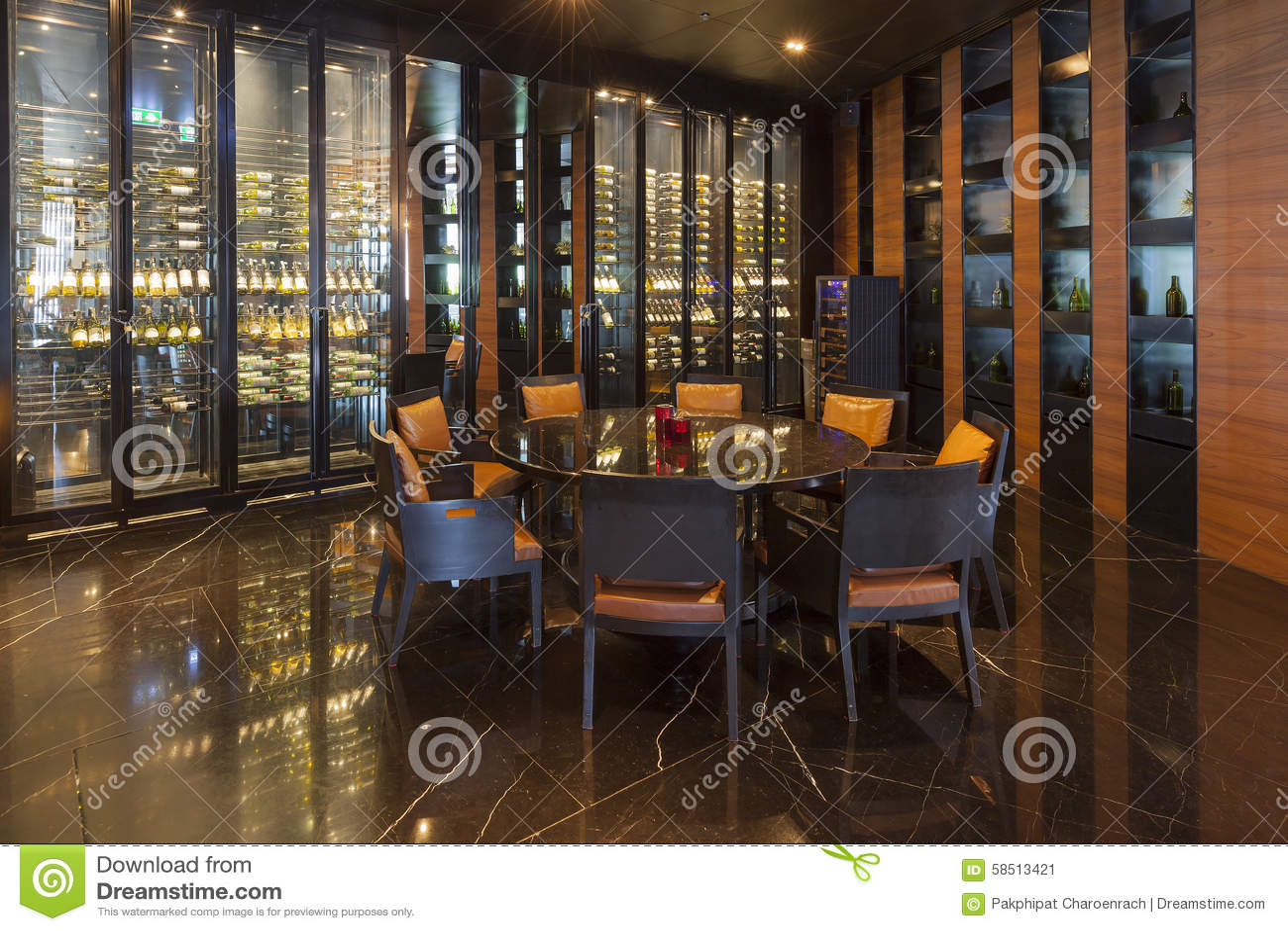 Områdesvinet shoppar och restaurangen på Bangkok Marriott hotell