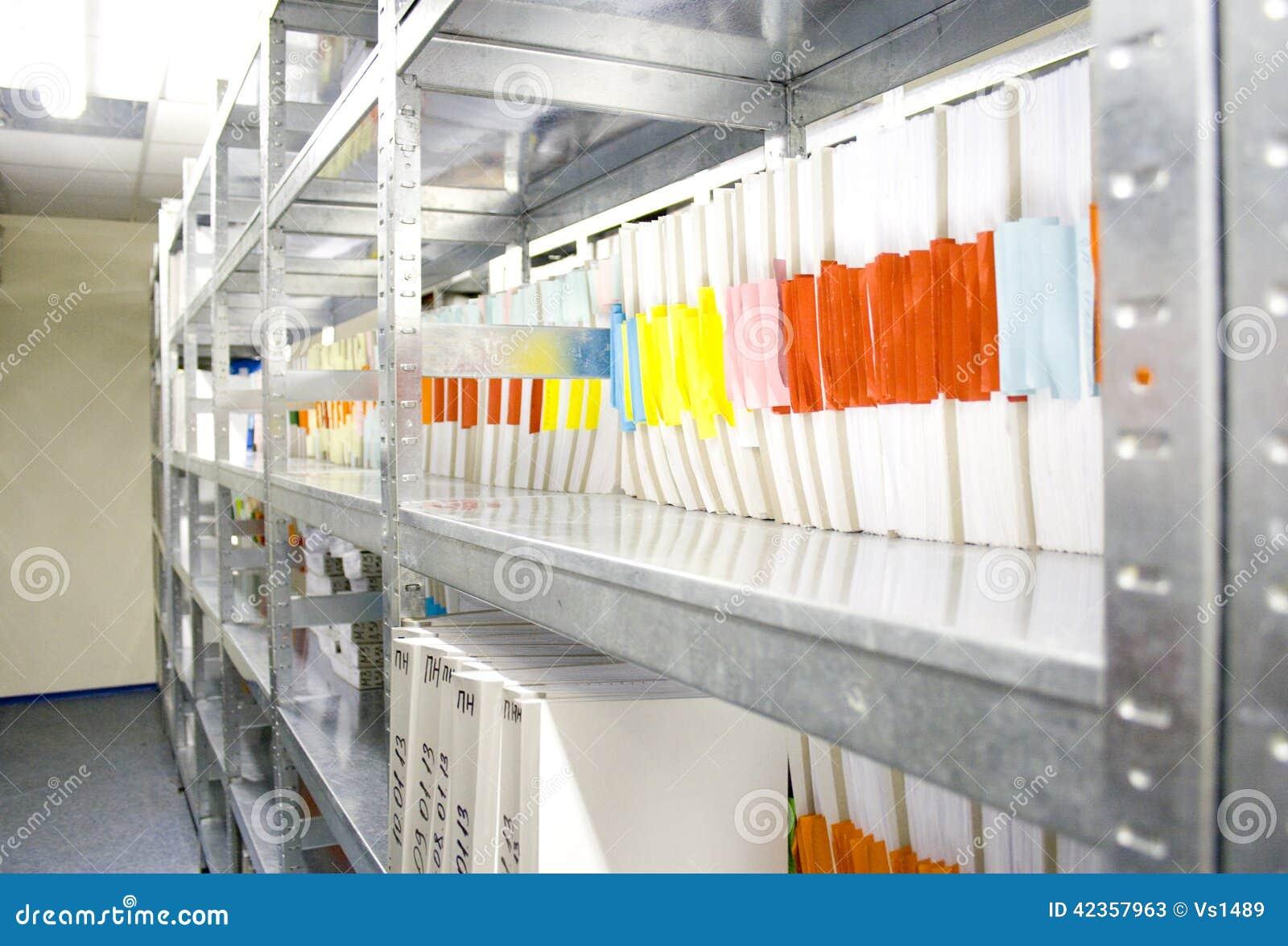 Omslagen in archief van verschillend document in archievensector