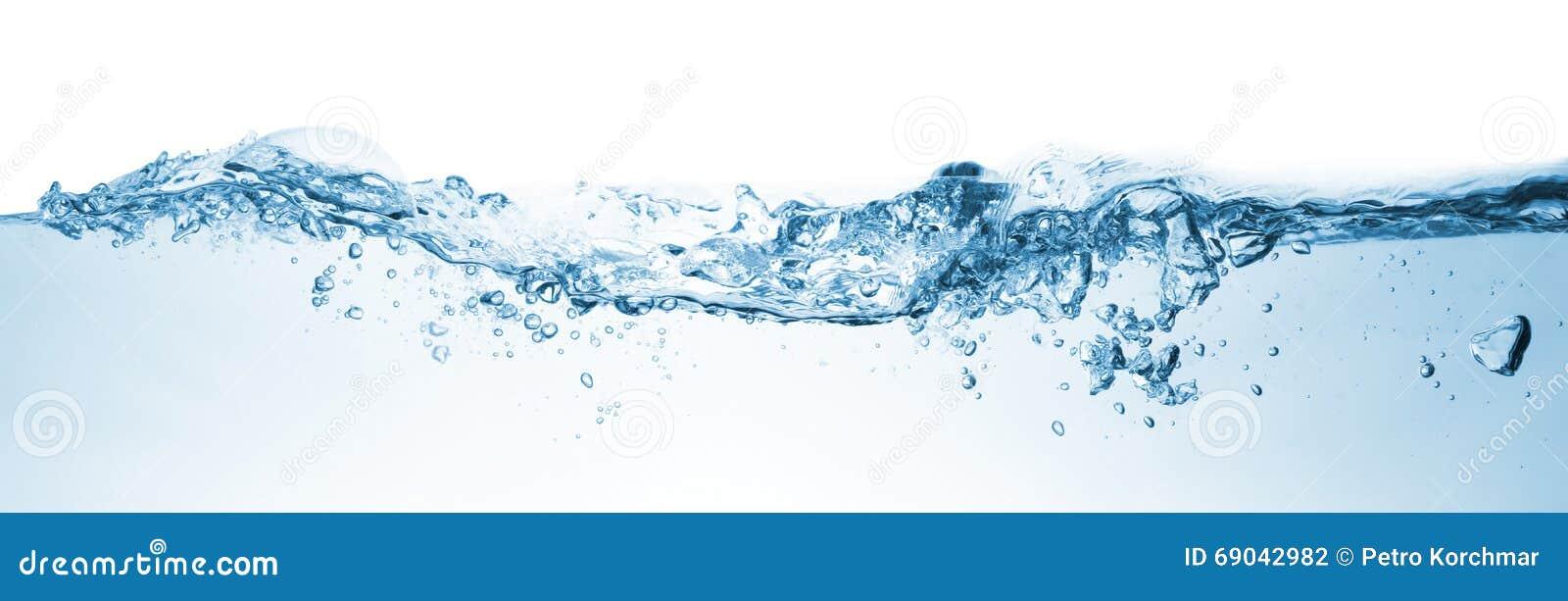 Onda Água que espirra sobre o fundo branco
