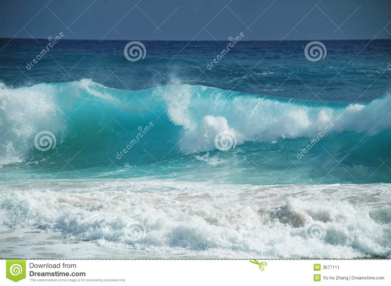 Download Onda immagine stock. Immagine di vento, mare, surf, onda - 3677111