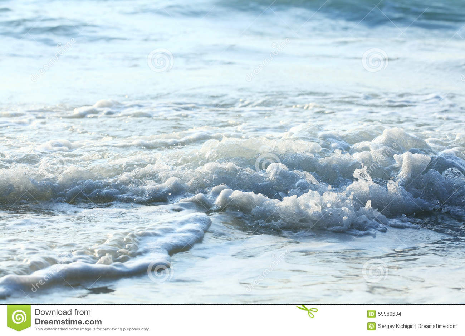 Onda blu spumosa del mare