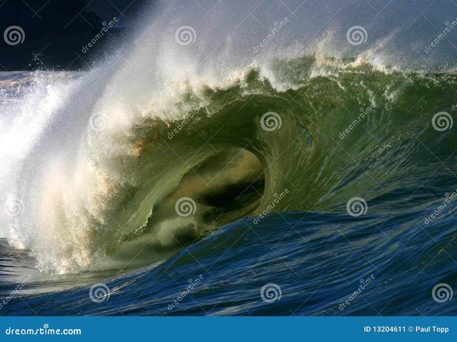 Onda de oceano poderosa