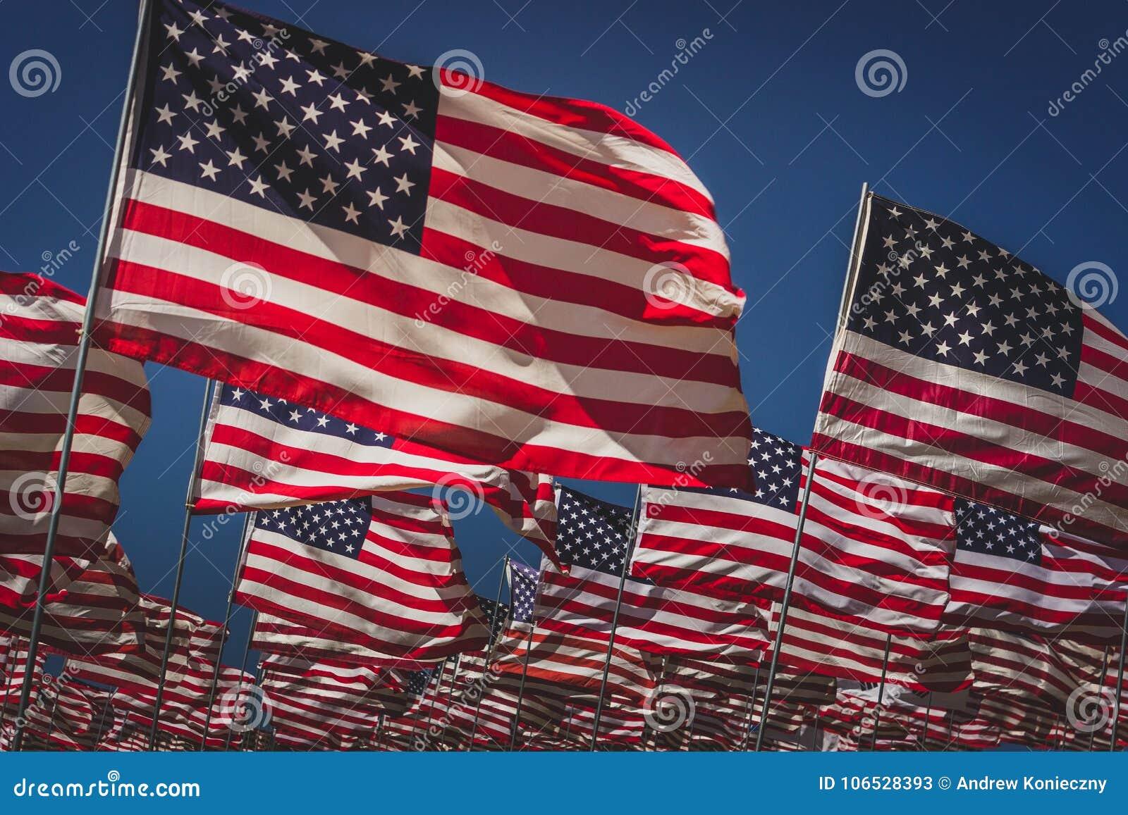 c47d4da92 Ondas de banderas imagen de archivo. Imagen de muchos - 106528393