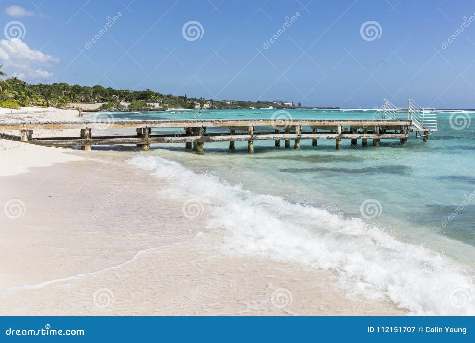 Ondas e praia de Grande Caimão