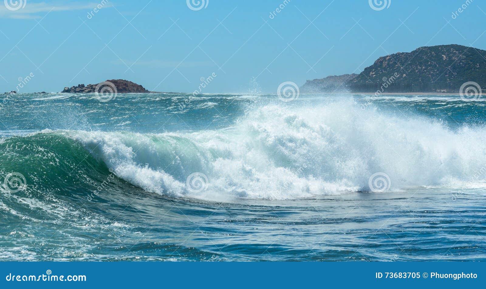 Ondas grandes en el mar