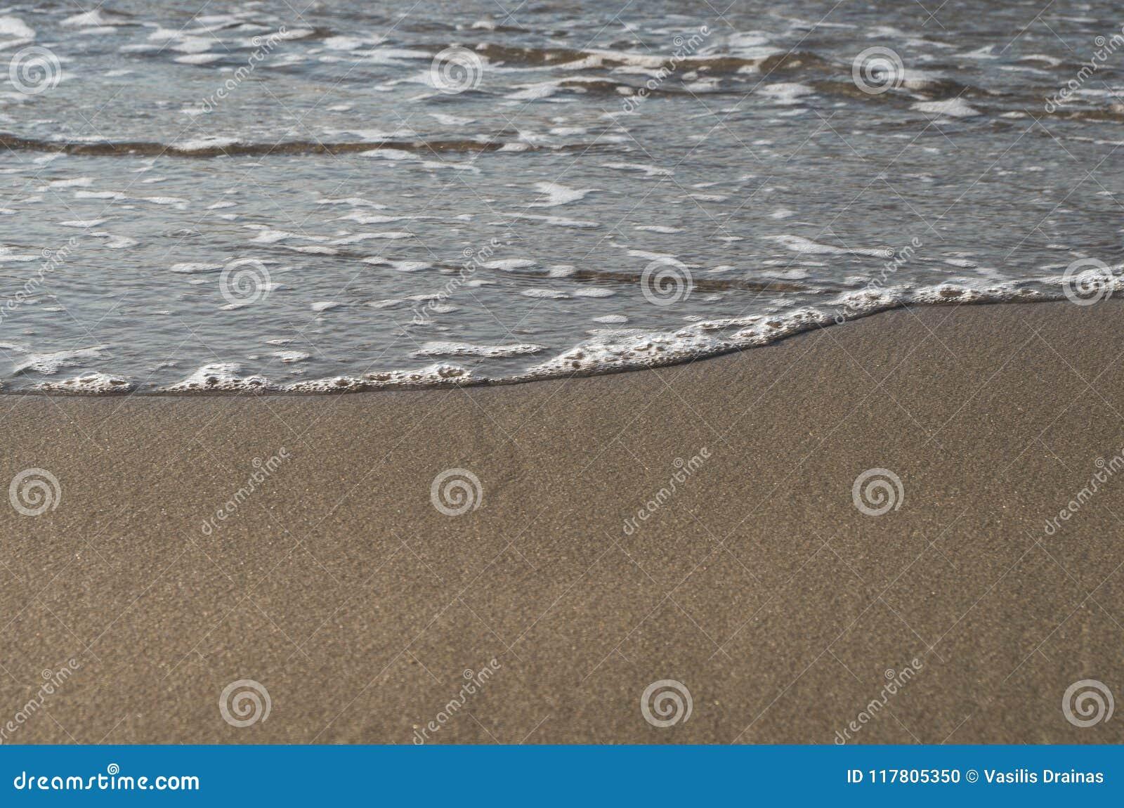 Ondas que esmagam a praia, Grécia