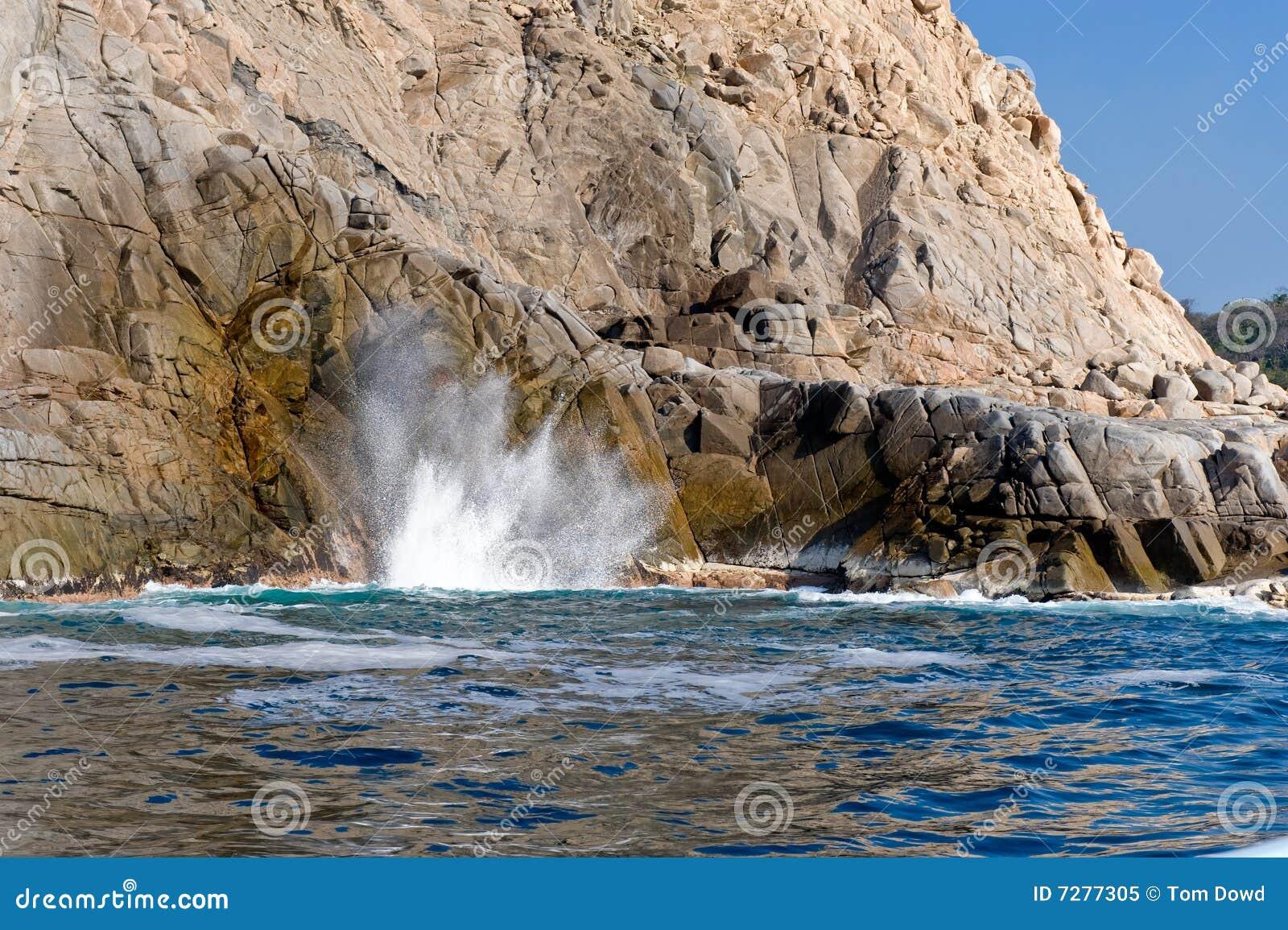 Ondas y agujero del soplo en rocas