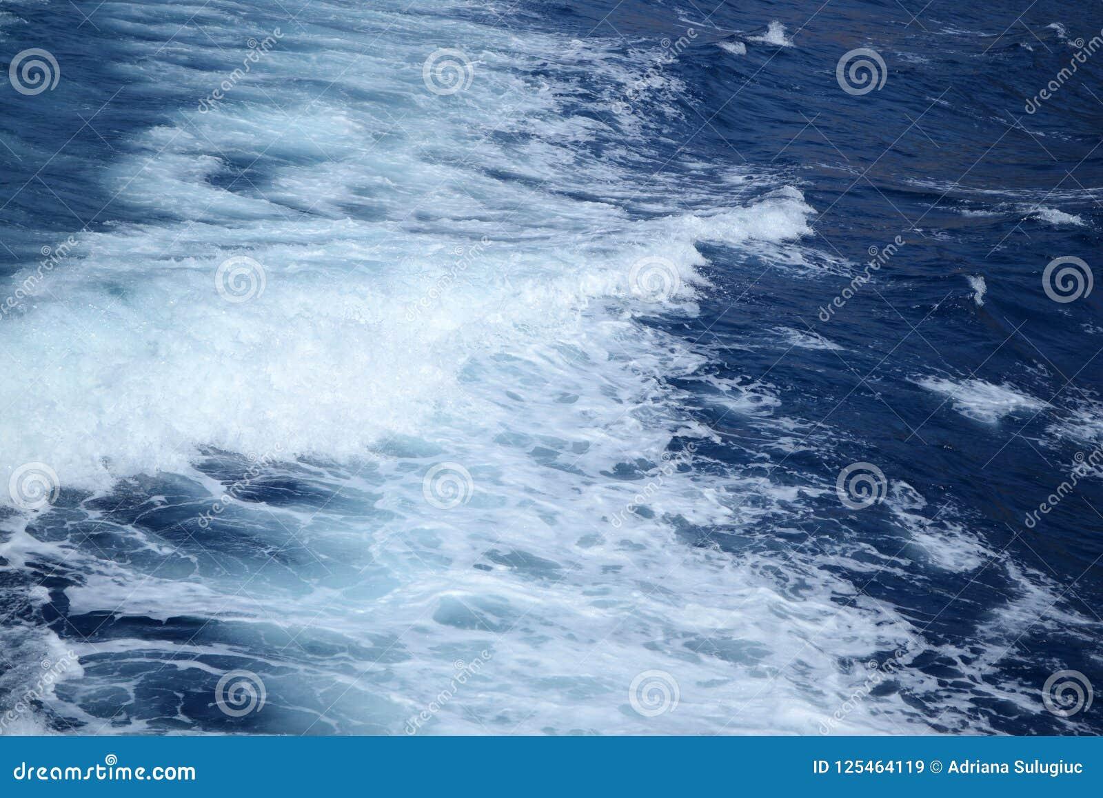 Onde blu del mare