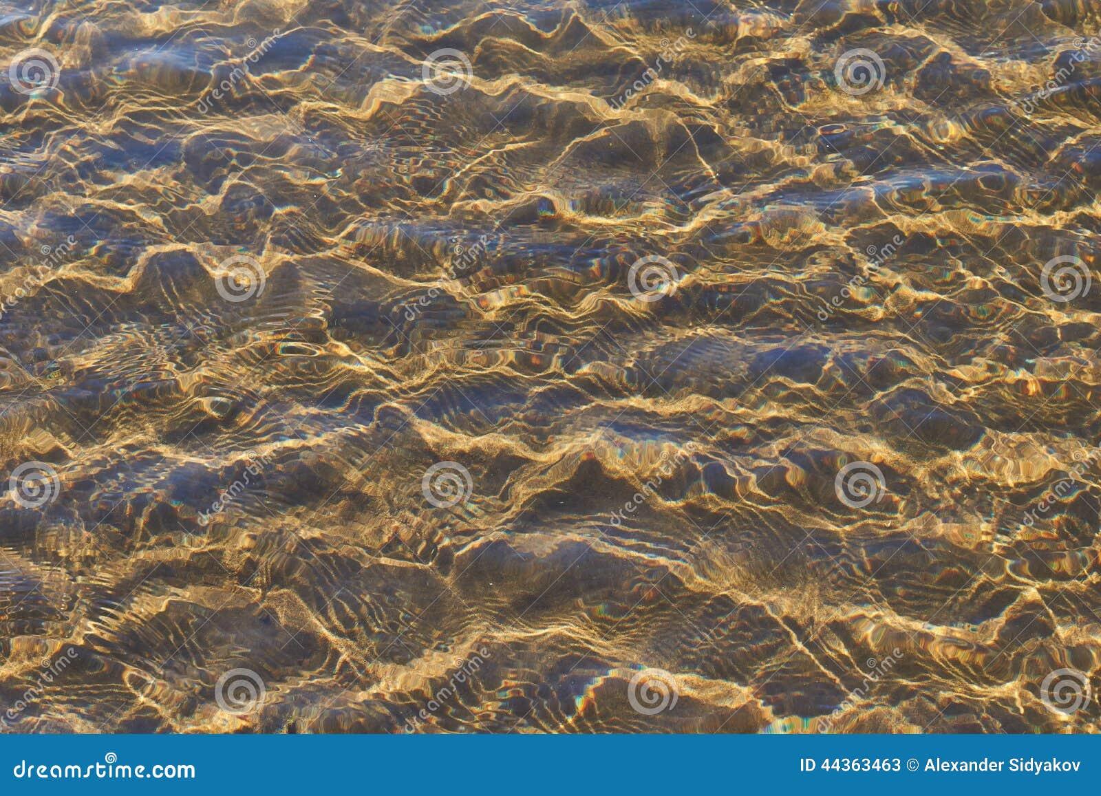Onde su una spiaggia sabbiosa