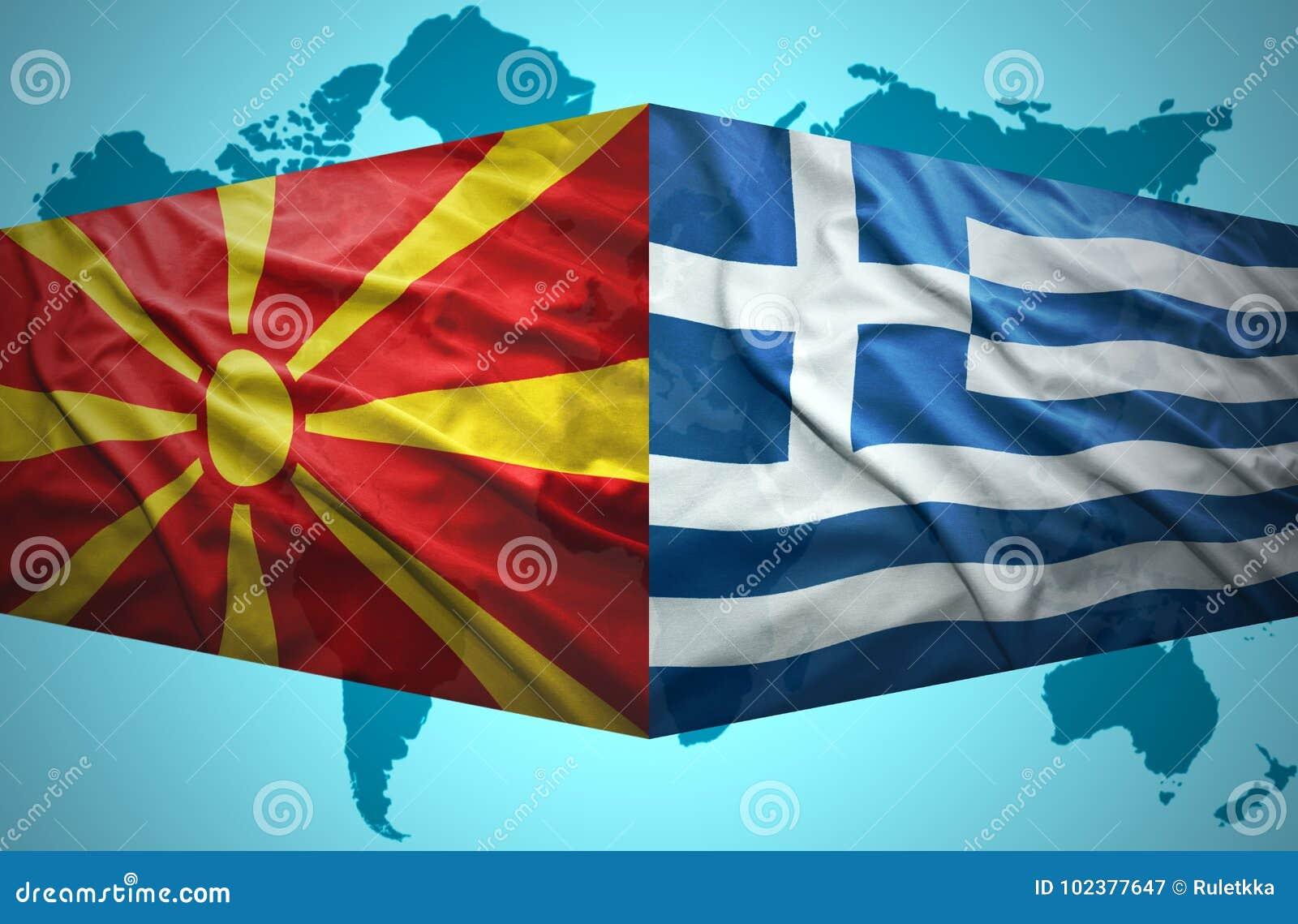 Ondeggiamento delle bandiere macedoni e greche