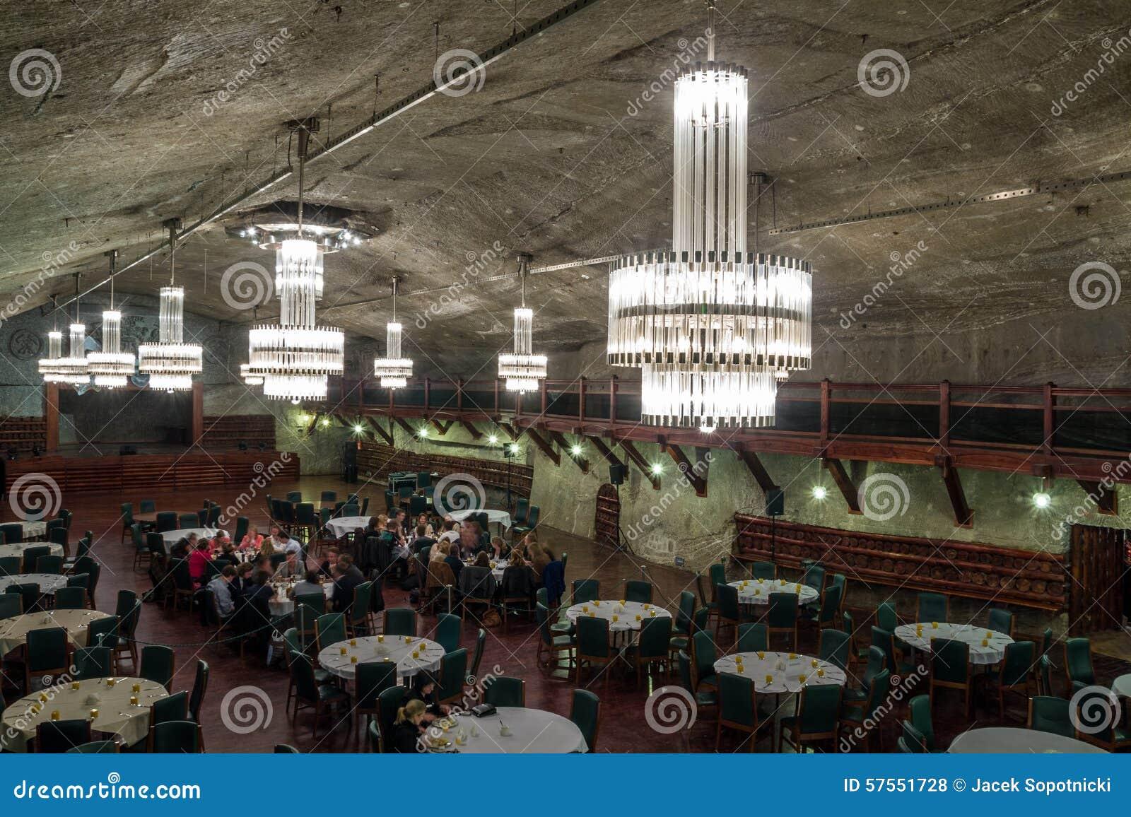 Ondergronds restaurant in zoutmijn redactionele stock foto afbeelding 57551728 - Ondergrondse kamer ...