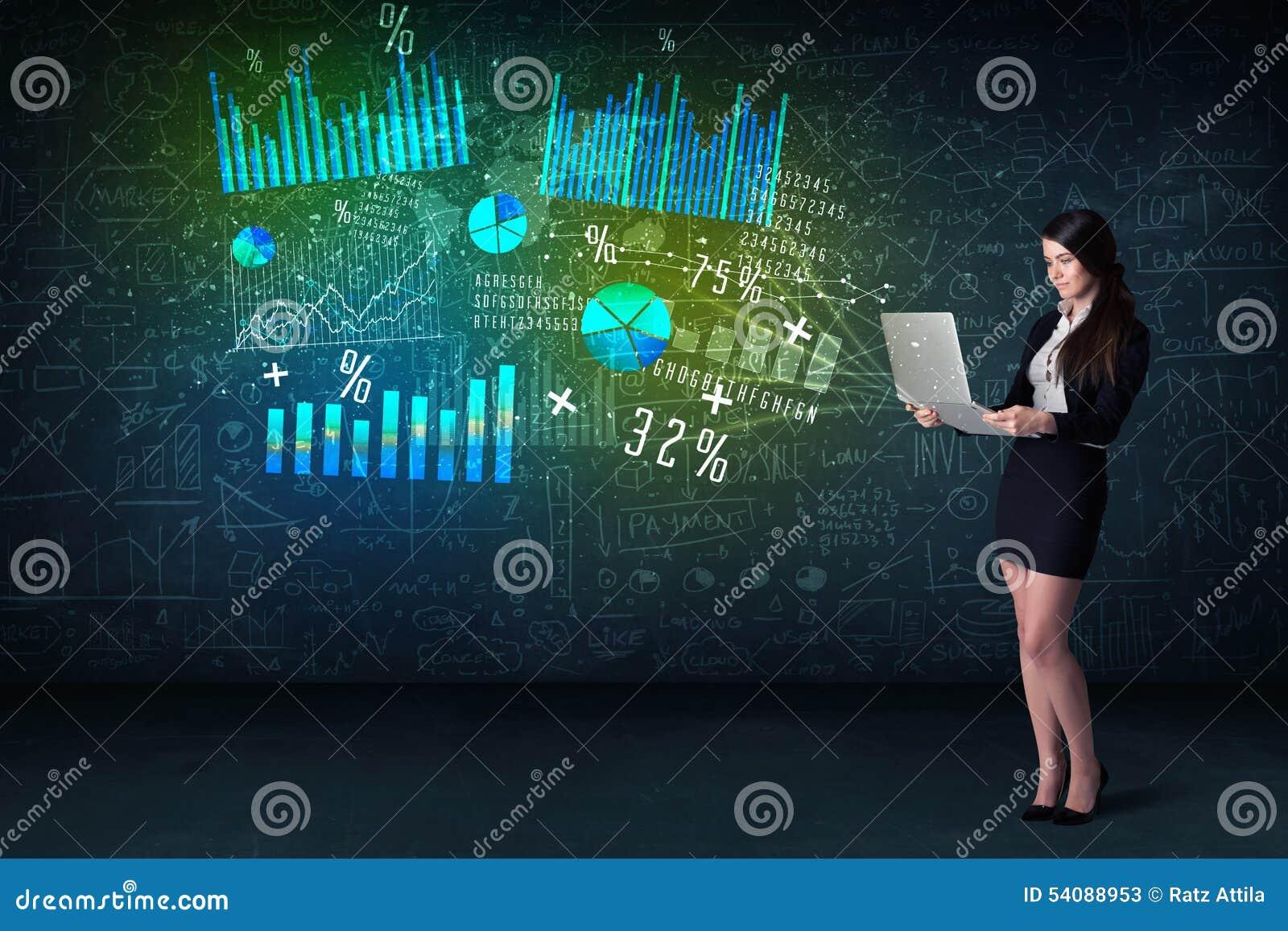 Onderneemster in bureau met in hand laptop en high-tech grafiek