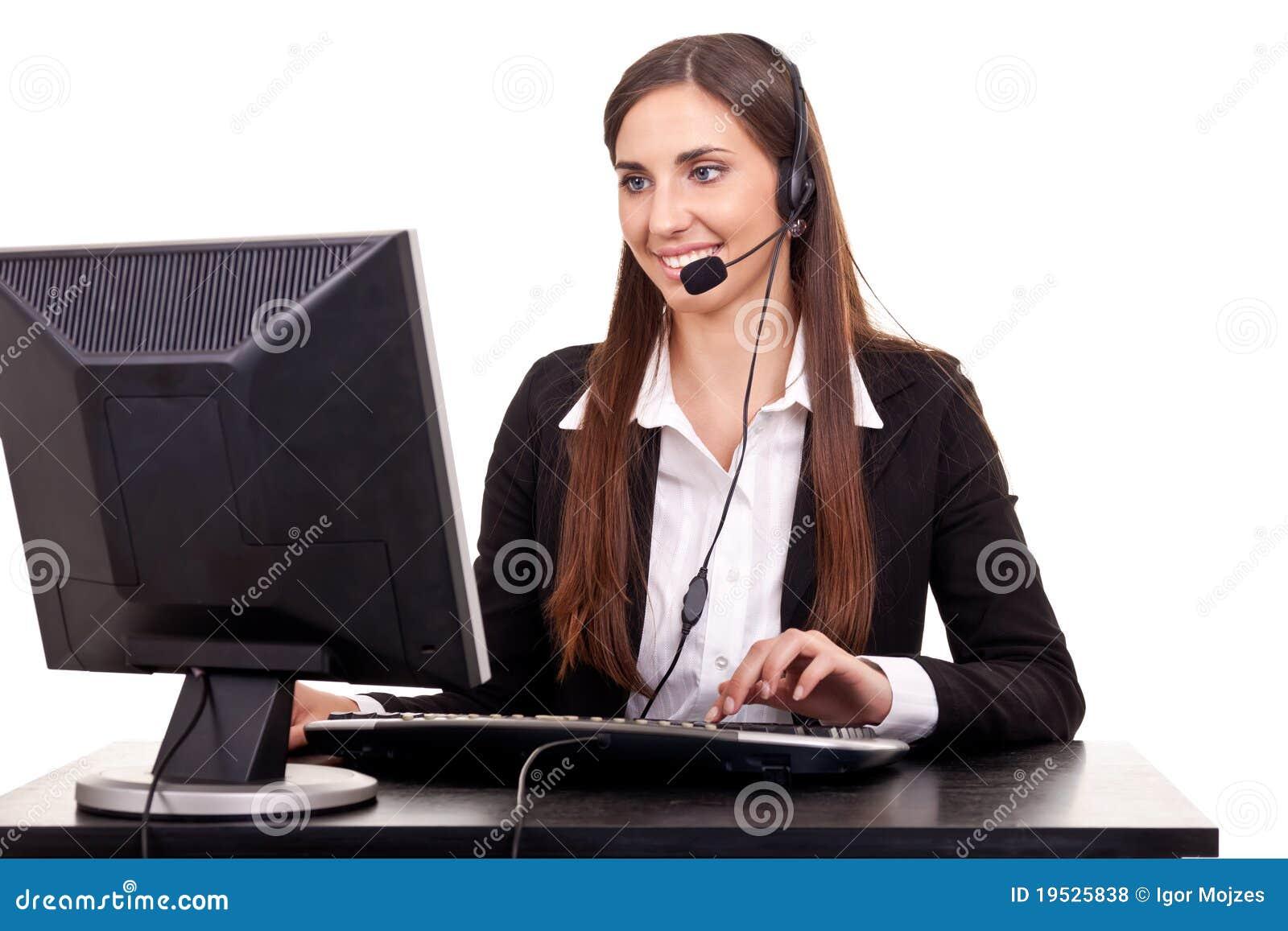 Onderneemster die op hoofdtelefoon spreekt
