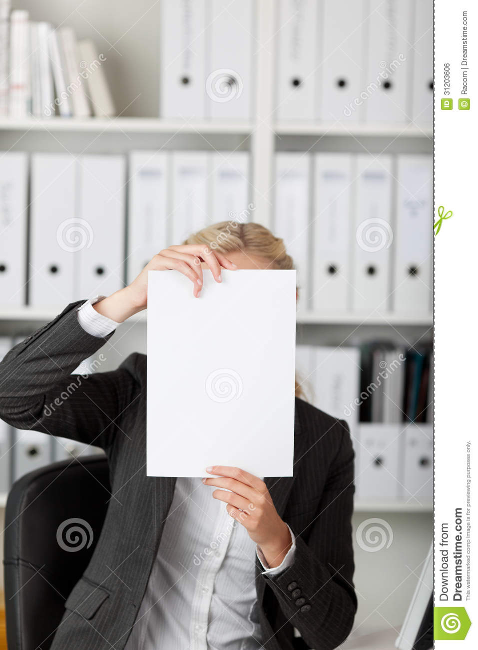 Onderneemster Holding Blank Paper in Front Of Face