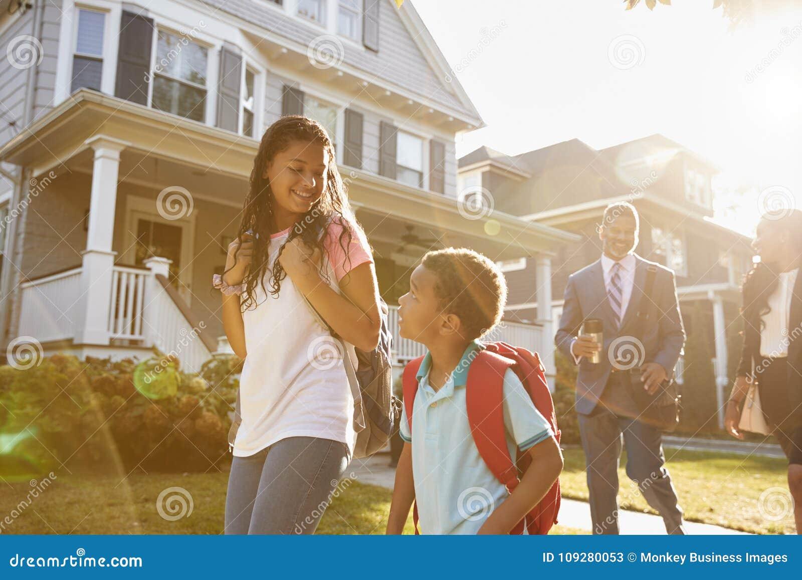 Onderneemster Parents Walking Children aan School op Manier te werken