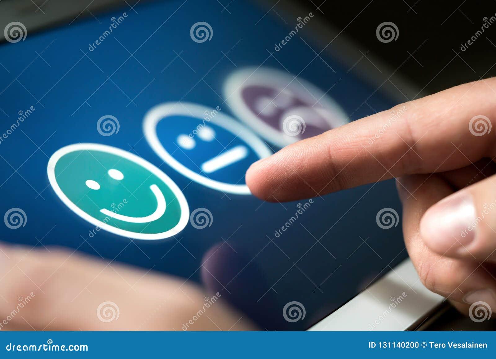 Onderzoek, opiniepeiling of vragenlijst voor gebruikerservaring of het onderzoek van de klantentevredenheid