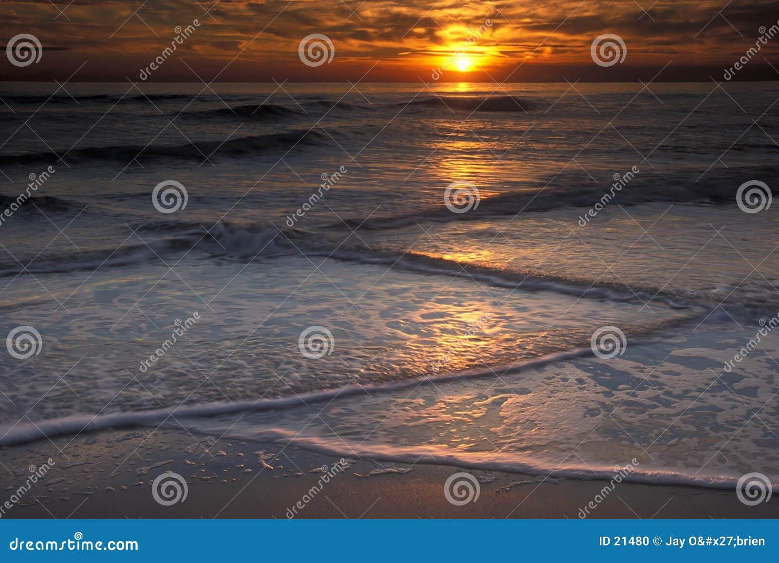 Ondes et coucher du soleil