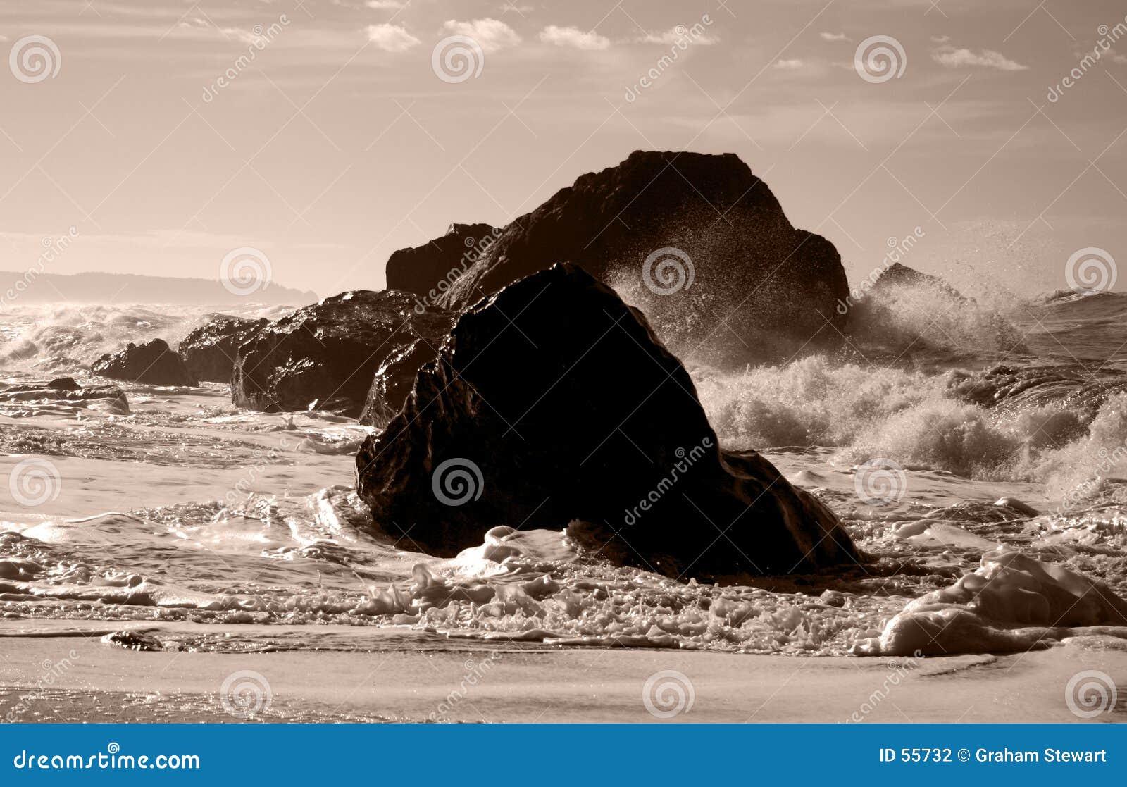 Ondes sur des roches