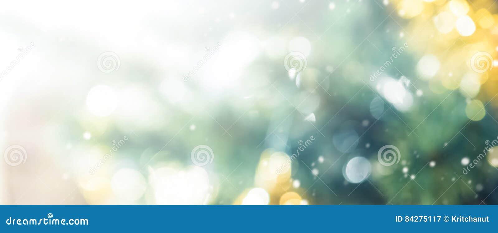 Onduidelijk beeld bokeh abstracte achtergrond van verfraaide Kerstboom
