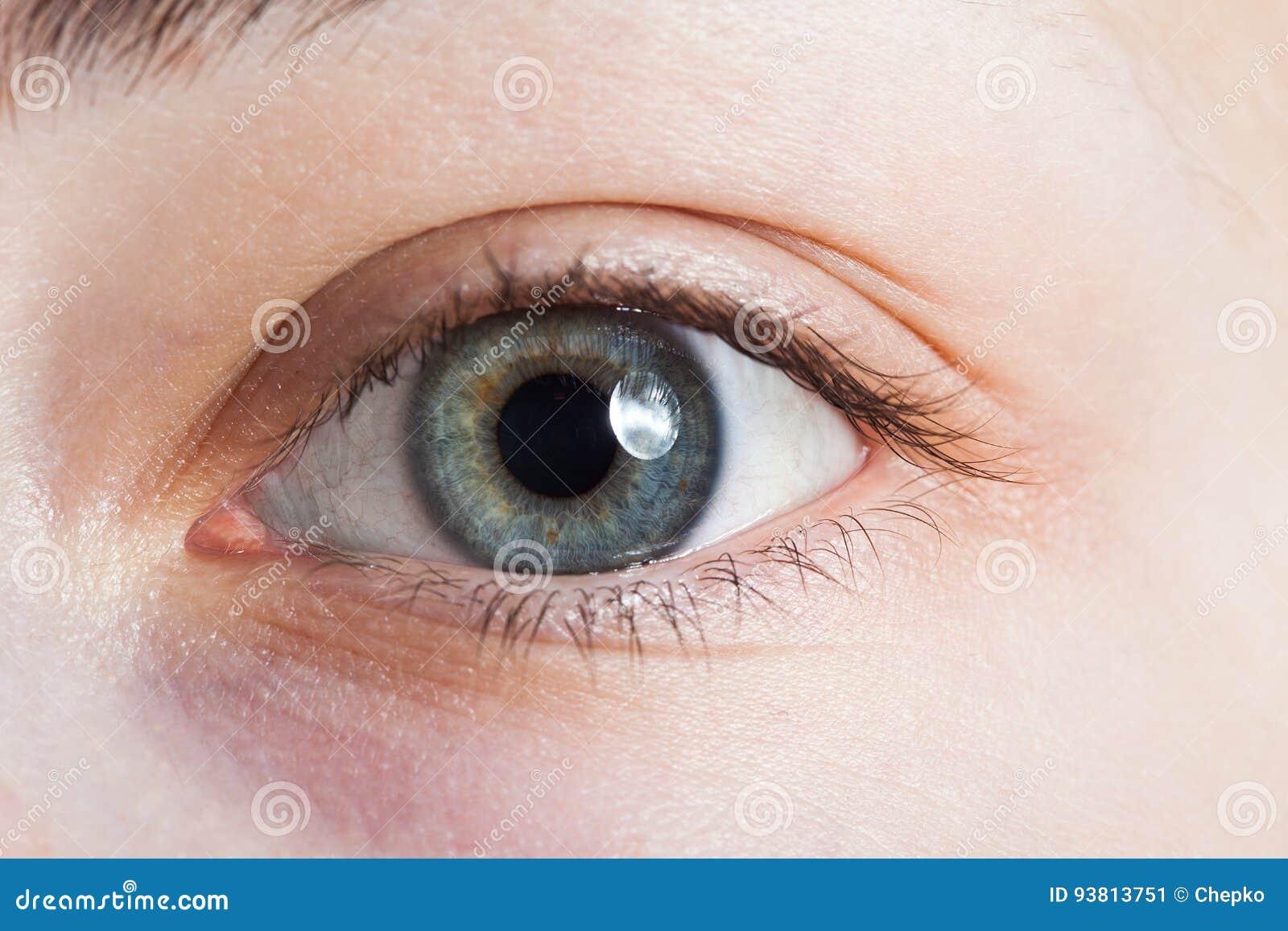 One beauty woman eye macro