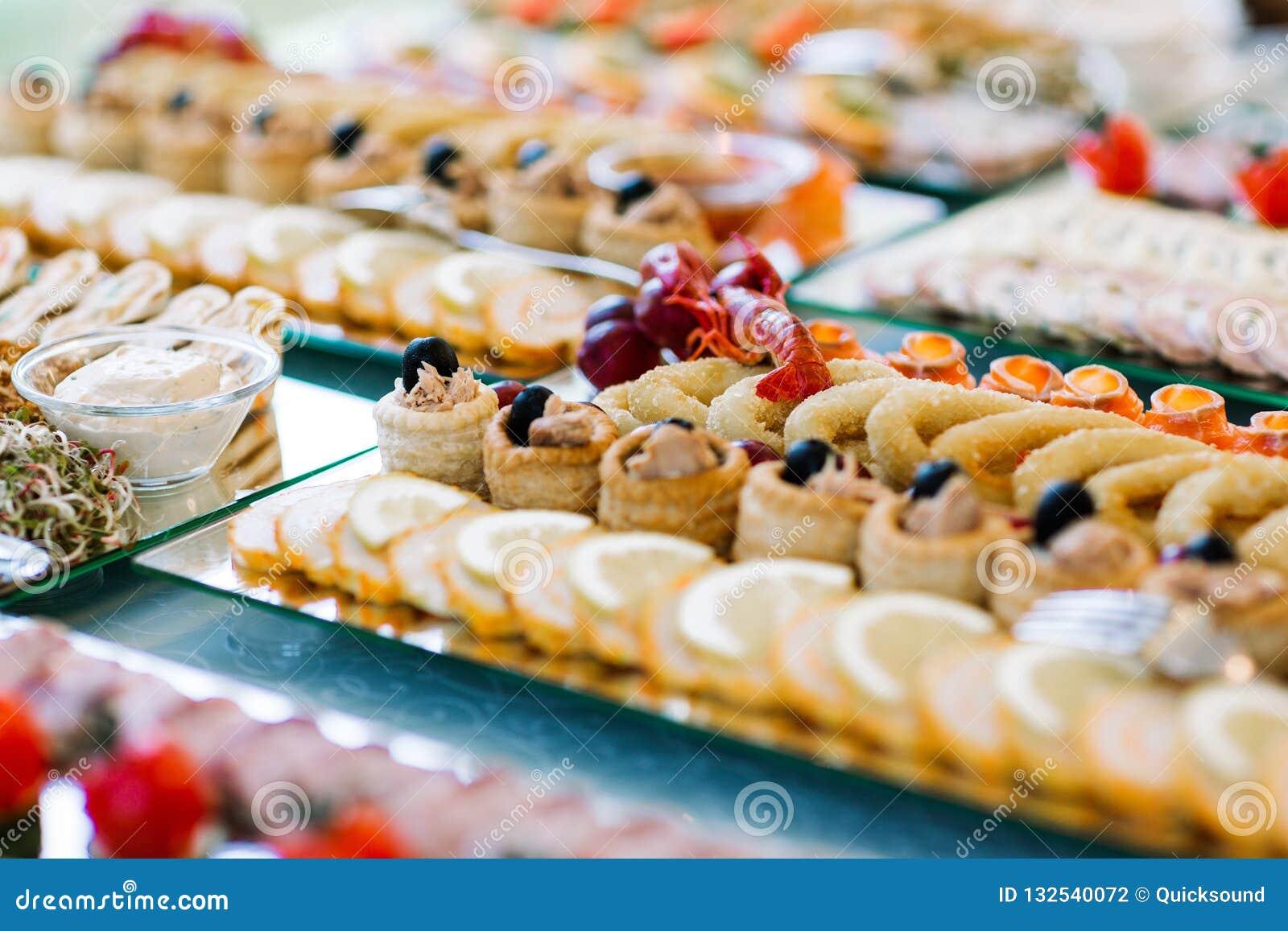 50 Cheap Wedding Reception Food Drink Menu Ideas On A Budget