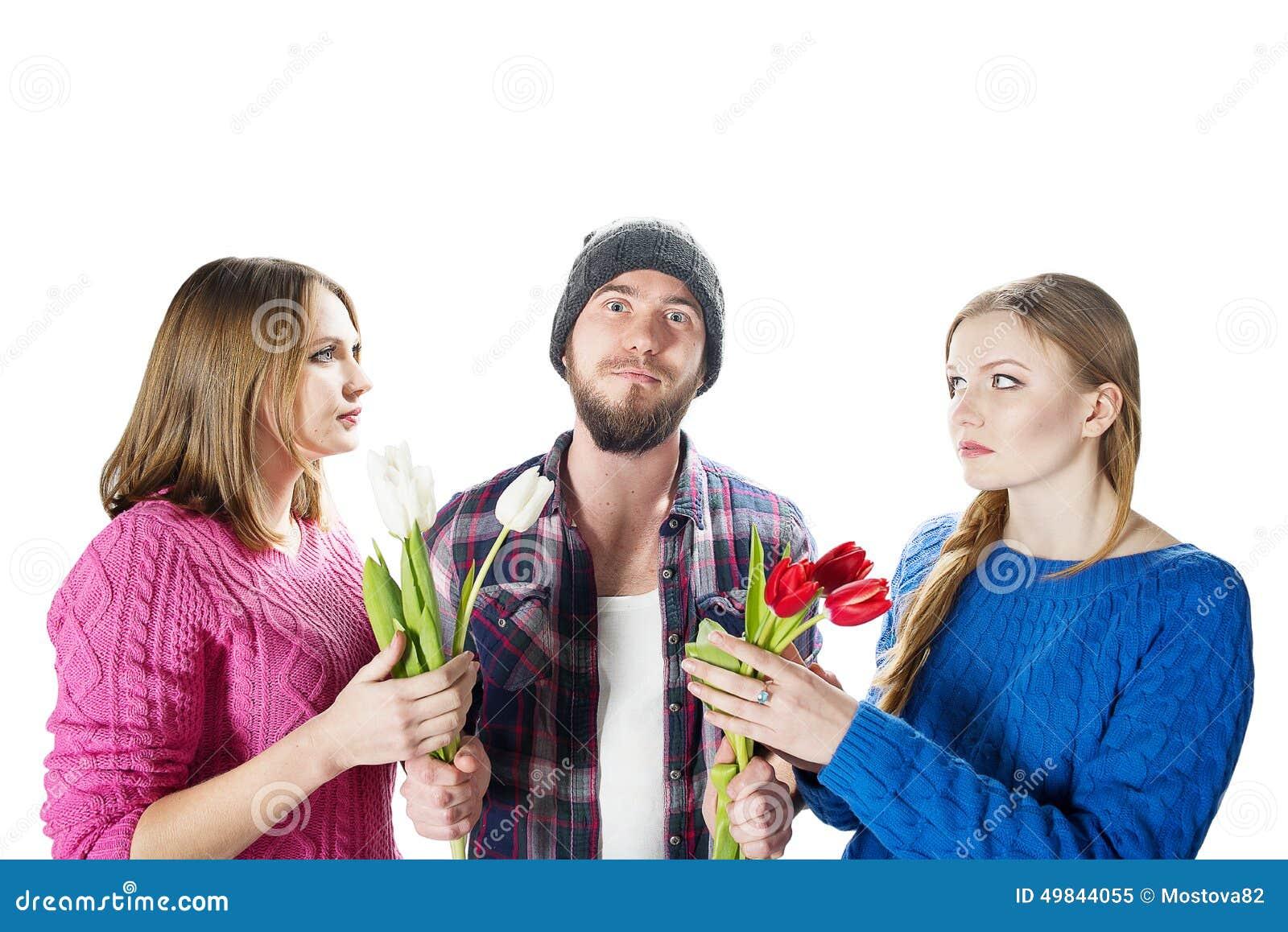 Фото двое мужчин и одна девушка