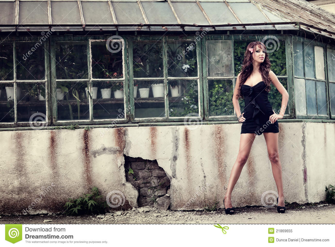 One elegant woman posing outdoor