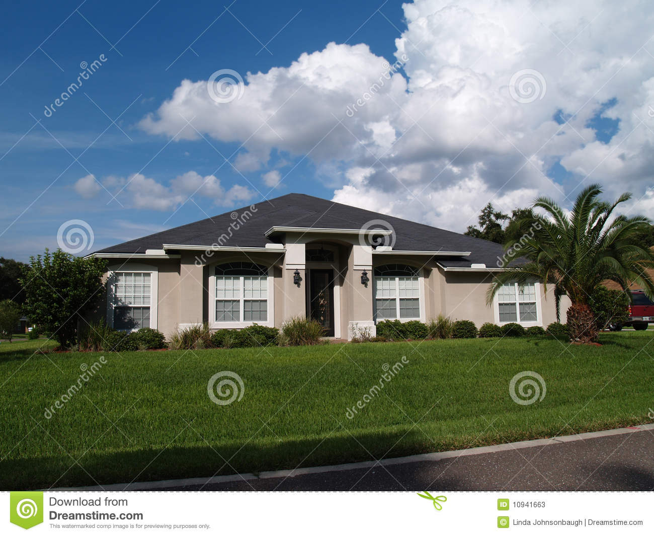 One story florida stucco home stock photos image 10941663 for Florida stucco