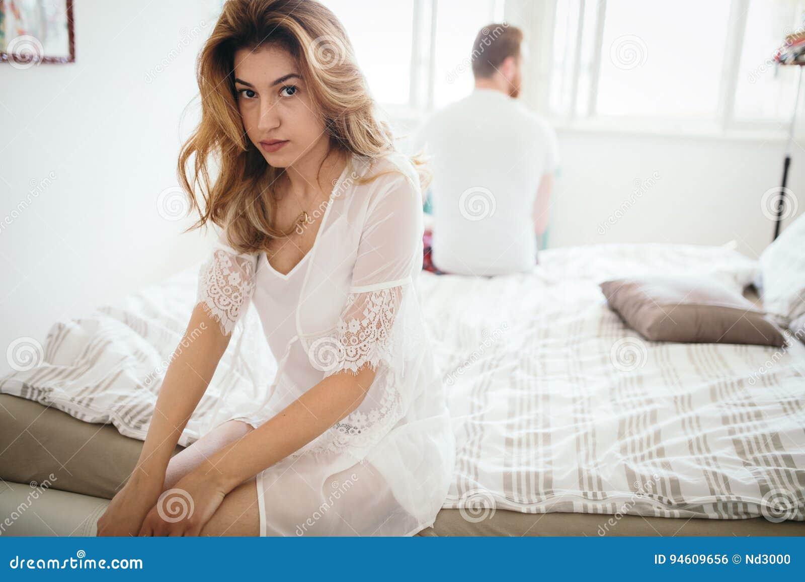 Ongelukkig echtpaar op rand van scheiding toe te schrijven aan impotentie