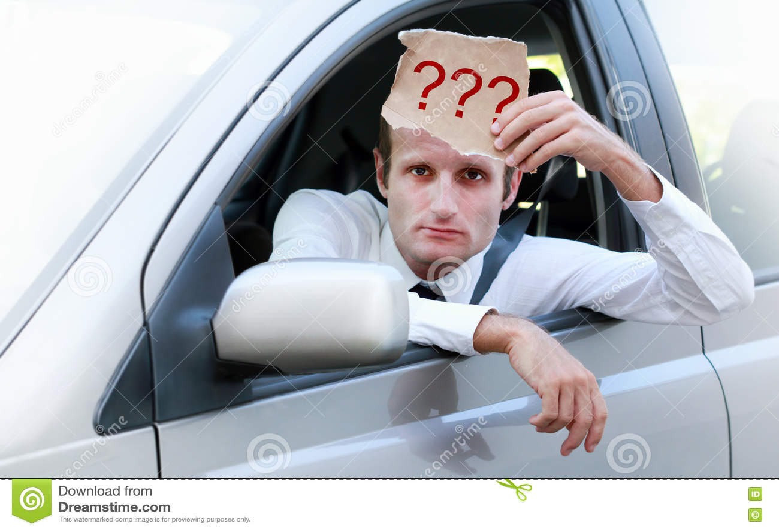 ongelukkige bestuurder die in zijn auto om hulp vragen stock foto afbeelding bestaande uit. Black Bedroom Furniture Sets. Home Design Ideas