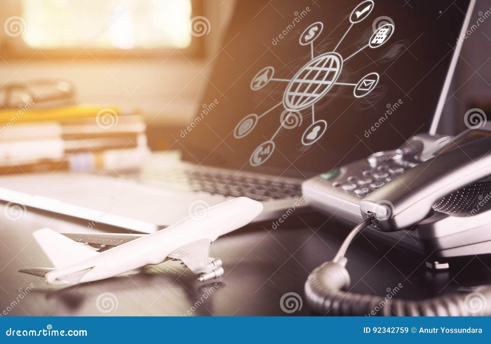 Online agencja podróży operatora biurowego biurka ustawianie