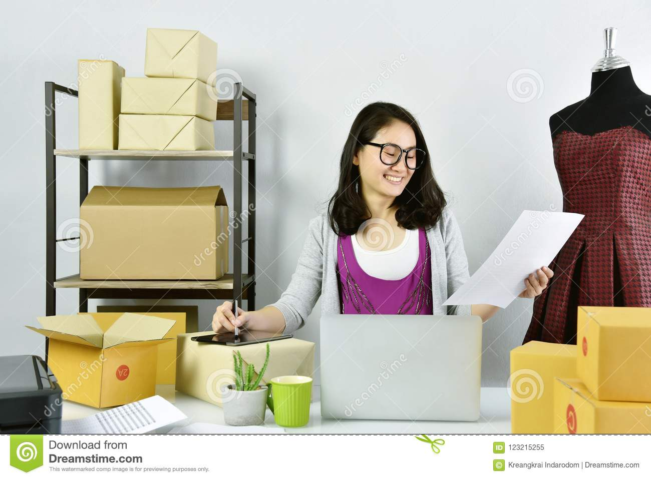 Strange Online Business Young Asian Woman Work At Home For E Beutiful Home Inspiration Aditmahrainfo