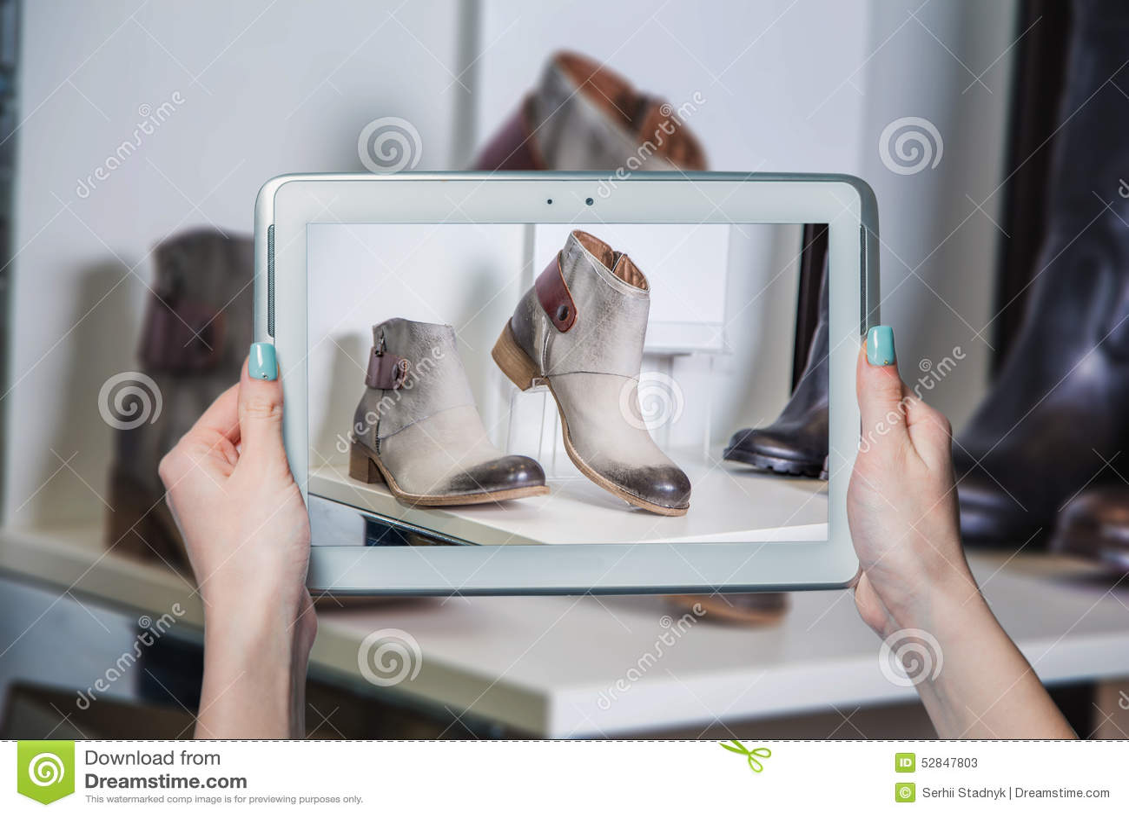 Stock Photo: Online shoe store, online sale