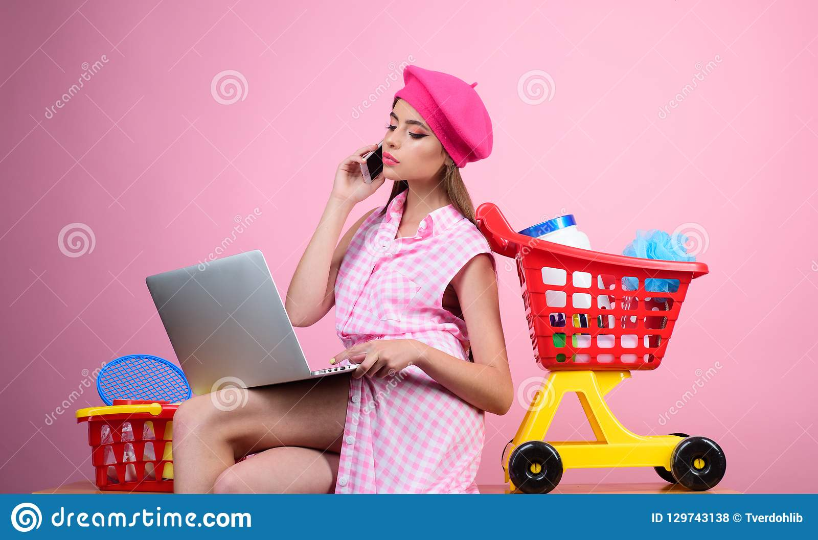 Online shopping app. savings on purchases. retro woman go shopping with full cart. happy girl enjoying online shopping