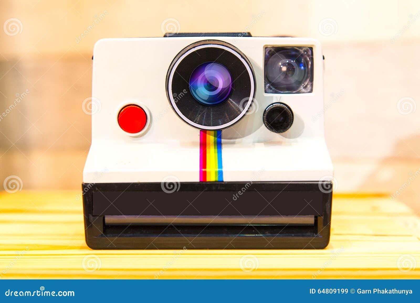 Onmiddellijke camera of Polaroid- Landcamera op houten lijst