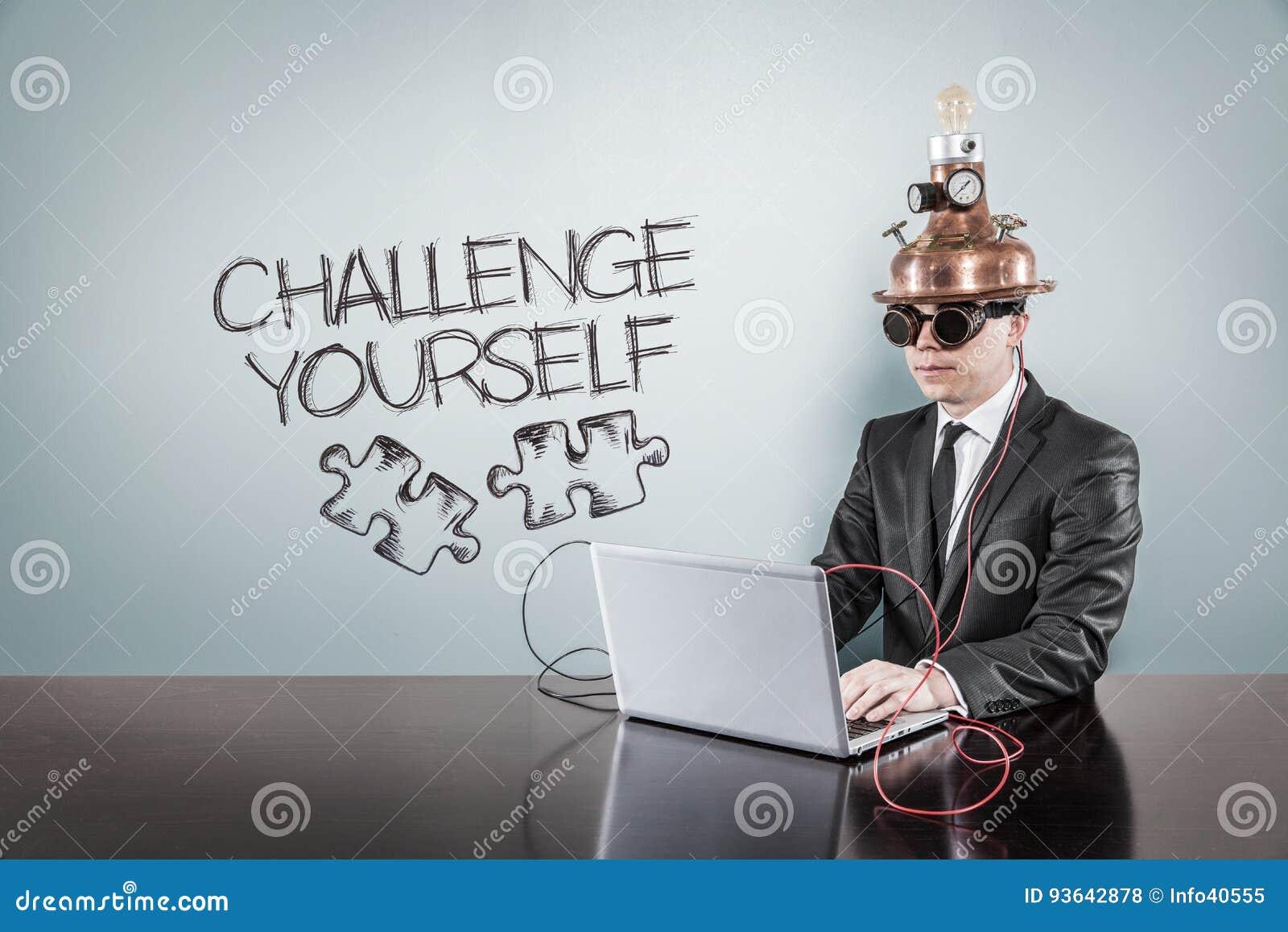 Ono rzuca wyzwanie tekst z rocznika biznesmenem używać laptop